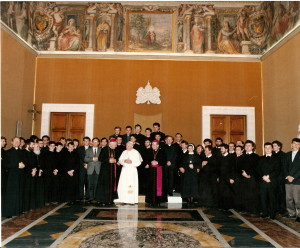 Colegiul Pio Romeno în audiență la Sfântul Părinte Ioan Paul al II-lea alături de Mitropolitul Alexandru Todea și IPS. Ioan Robu, 23 martie 1991