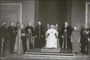 Mitropolitul Nicolescu alături de P.S. Frențiu și Hossu, în audiență la Sfântul Părinte Pius al XII-lea cu ocazia vizitei Ad limina din 1940