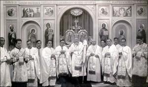 Preasfințitul Valeriu Traian Frențiu,după celebrarea Sfintei Liturghii în biserica Colegiului Pio Romeno